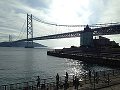 Akashi Strait Bridge and Sun Yat-sen Memorial Hall.JPG