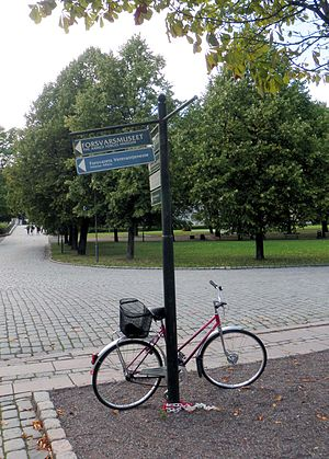 Armed Forces Museum (Norway) - Directional sign pointing to the museum