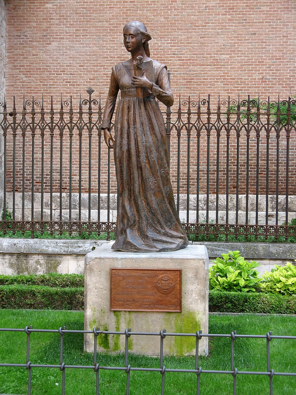 Alcalá de Henares, Monumento a Catalina de Aragón (M. Peinado 24-05-2008)
