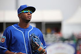 Alcides Escobar returns to the dugout (25088220113).jpg