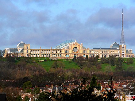 Viewed from the south in 2007 AlexandraPalace.jpg
