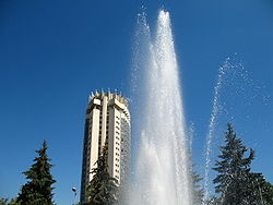 Almaty Fountain 2007.JPG