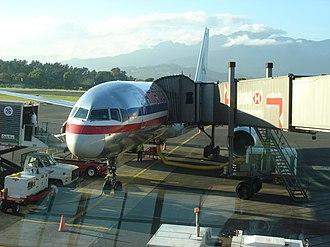 Juan Santamaría International Airport - Image: American Airlines Boeing 757 at Juan Santamaría International Airport