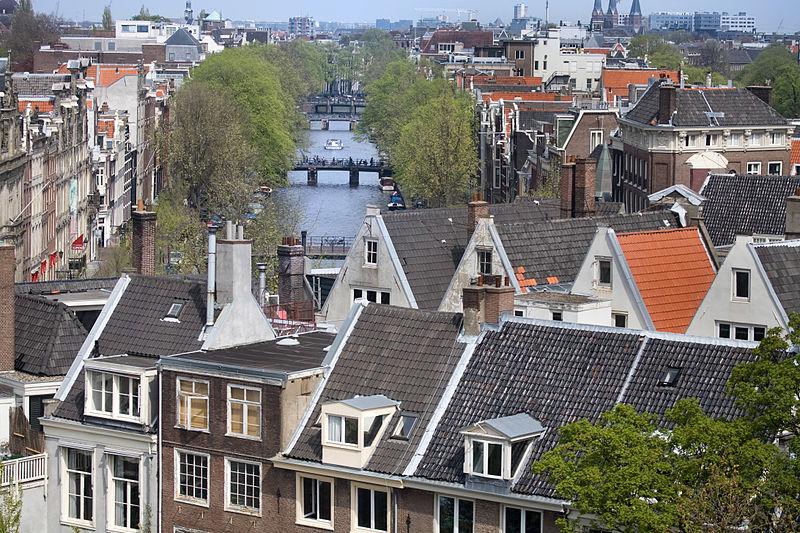 В Амстердаме насчитывается более 10 000 домов стоимостью более 1 млн. евро