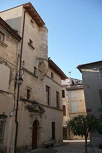 Ancien hôtel de ville 13 à 17 ème siècle en Aramon.JPG