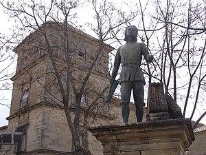 Andrés de Vandelvira - Andrés de Vandelvira, monument in Vázquez de Molina Square in Úbeda in front of his building Hospital de Santiago