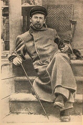 Чехов в Мелихове с таксой Хиной (1897)