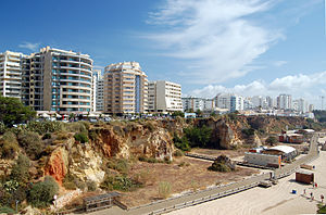 אלגארבה: Apartment buildings at Praia da Rocha, Portimão