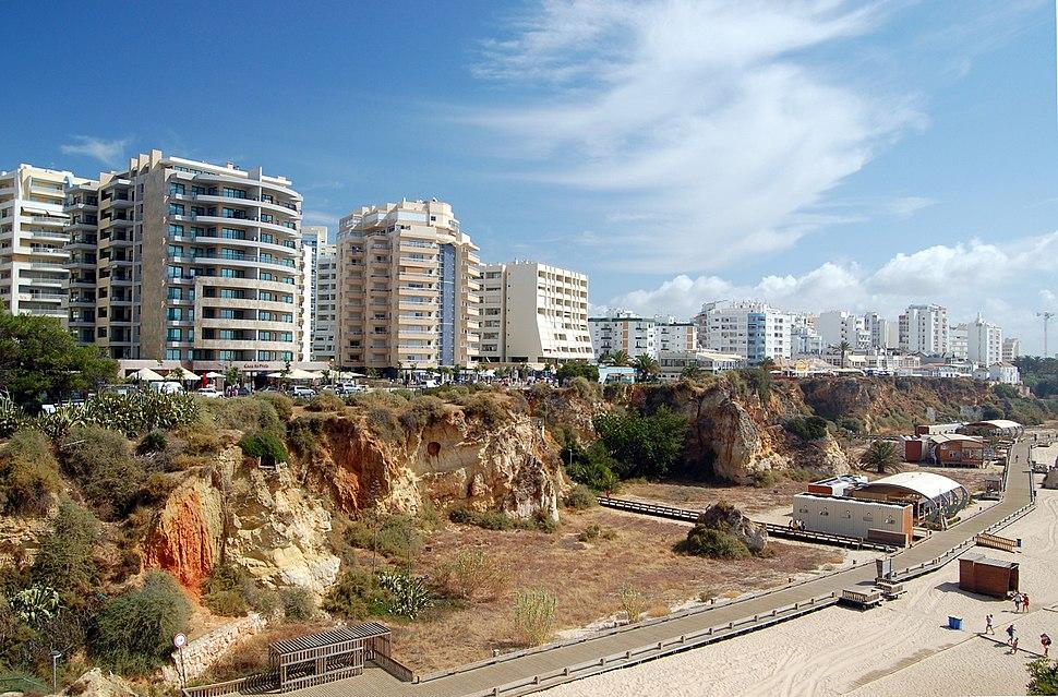 Vivendas nunha das praias de Portimão