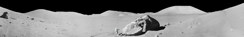 פנורמה שצולמה במשימת אפולו 17. ניתן לראות את ה־LRV ואת האריסון שמיט.