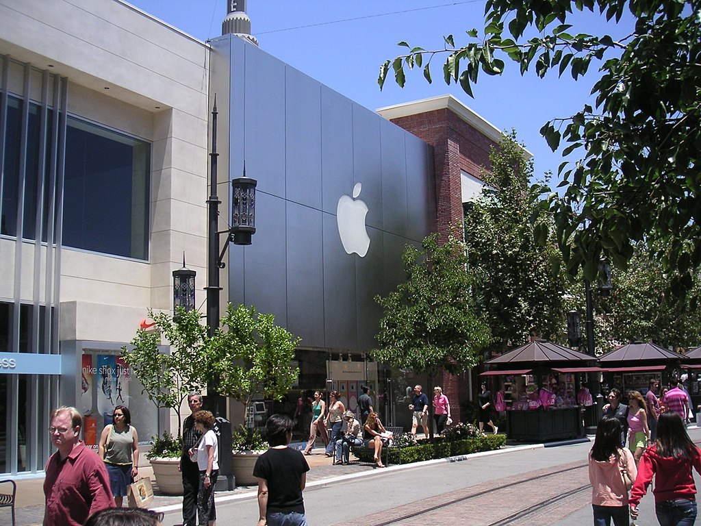 Apple Store The Grove Drive Los Angeles CA-2004-06-26