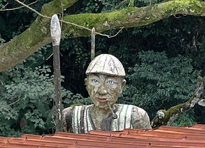 Atayal people - Atayal sculpture in Wulai.
