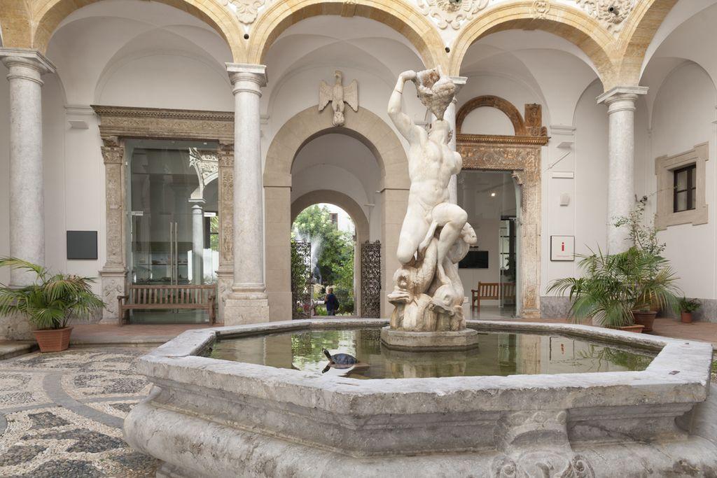 Cour intérieure du musée archéologique Salinas à Palerme - Photo de ICarollo77
