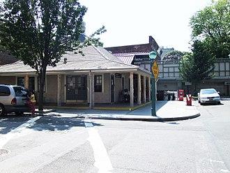 Avenue H (BMT Brighton Line) - Northbound station house