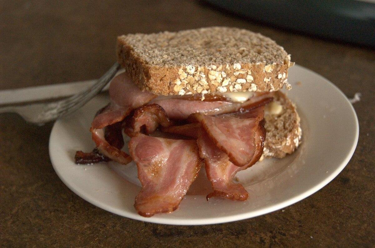 1200px-Baconbutty.jpg