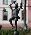 Bajazz mit der Laterne von der Mainzer Künstlerin Inge Blum, eine Symbolfigur des Mainzer Karnevals - panoramio.jpg