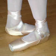 Ballet feet 5th position.png
