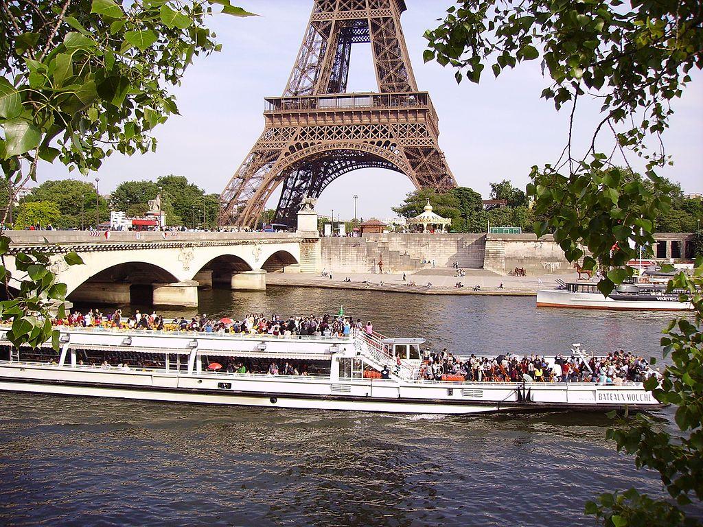 File bateau mouche on river seine near the pont d 39 i na and eiffel tower i - Vernis pont de bateau ...