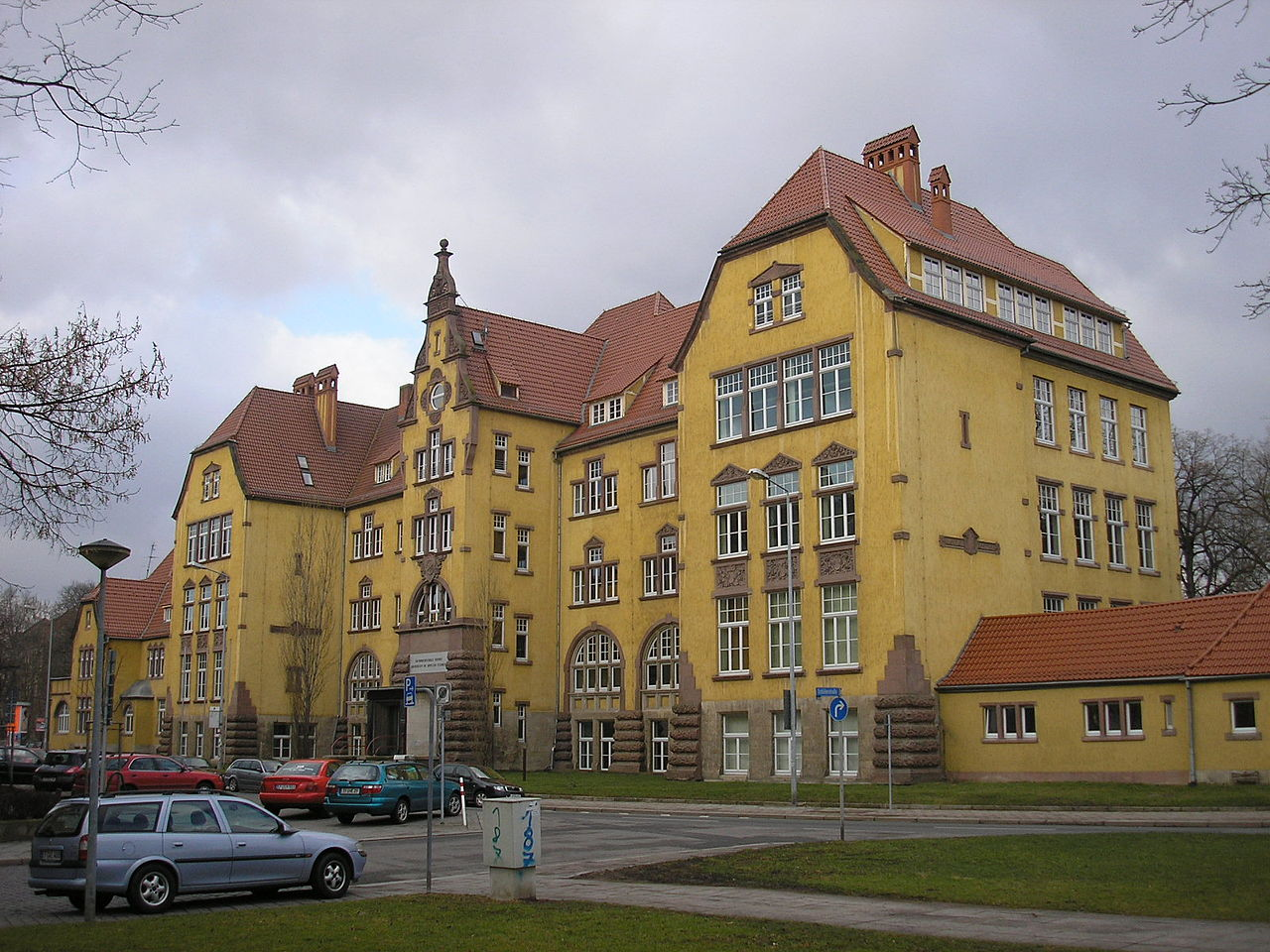 File bauschule erfurt jpg wikimedia commons for Fachhochschule architektur