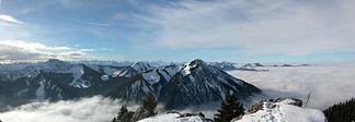 Blick im Mangfallgebirge vom Bodenschneid nach Westen zum Wallberg