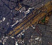 """Luftaufnahme des Flughafens """"Benito Juárez"""""""