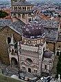 Bergamo Campanone Blick auf die Cappella Colleoni 2.jpg