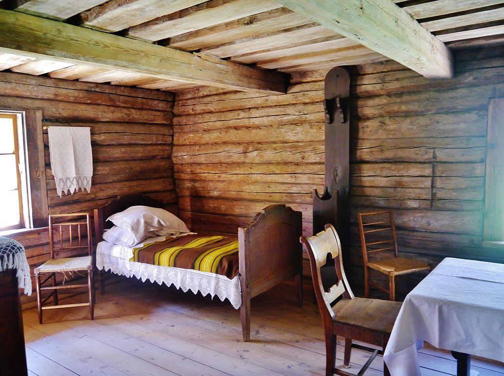 Intérieur d'une maison traditionnelle de Vidzeme / Livonie au musée ethnographique de Riga. Photo de Zairon.