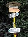 Beskydy, Javorový vrch - rozcestí pod chatou (podzim 2011).JPG