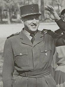 Bezoek van de Franse generaal J.P. Koenig aan de Stormschool Bloemendaal. NL-HlmNHA 54004047 (cropped).JPG
