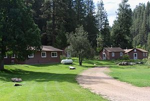Big Springs Cabin Rentals - 2 (15416317185).jpg