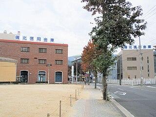 本店(左側)と事務センター