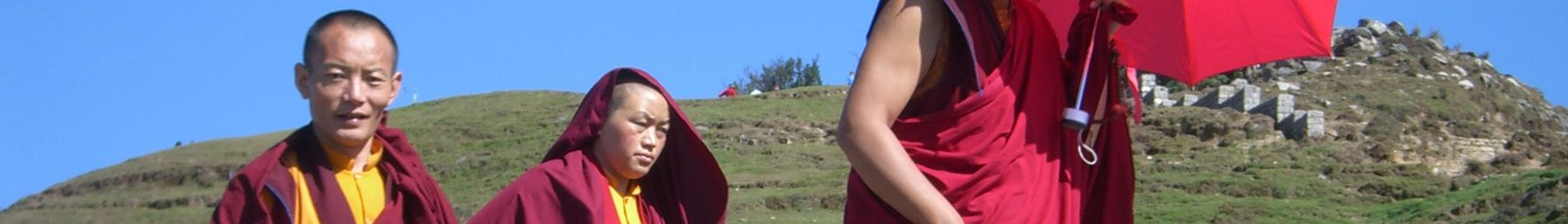 Tibetan monks at Bir-Billing