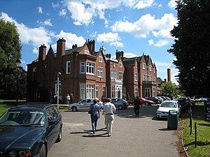 Bishopshalt School - Image: Bishopshalt School geograph.org.uk 711528