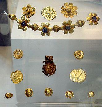 Huvishka - Image: Bodh Gaya Enlightment Throne Offering And Huvishka Coin