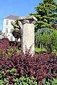 Borne colonne Jardin Schiever Avallon 2.jpg