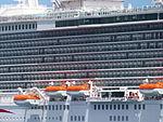 Botes, Crucero Britannia, Puerto de Santa Cruz, Tenerife, España, 2015.JPG