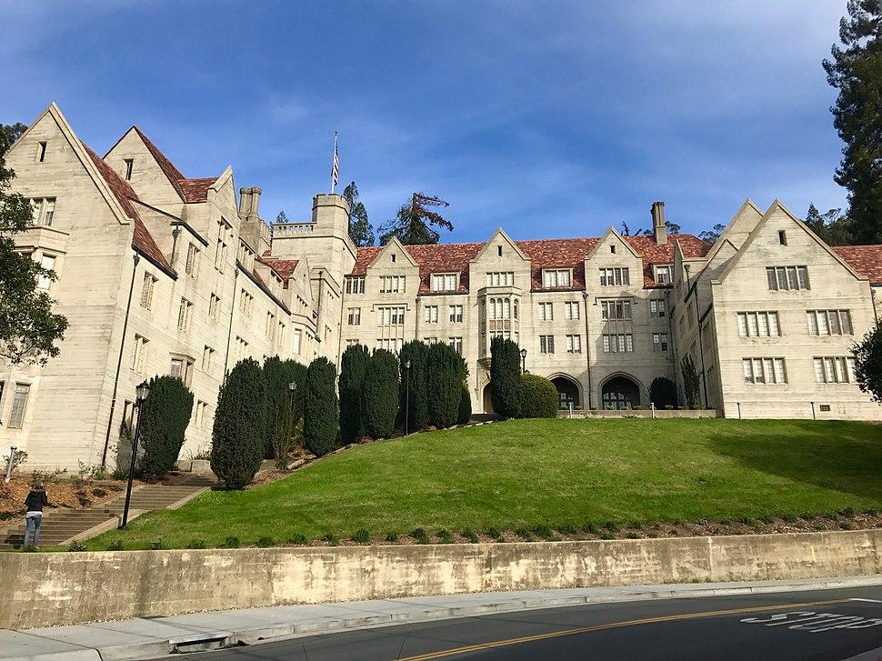 Bowles Residential Hall (UC Berkeley) (2016)