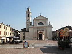 The central Piazza Matteotti