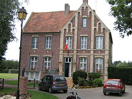 The town hall in Broxeele