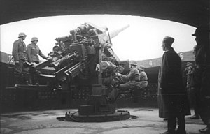 12.8 cm FlaK 40 - 12,8-cm-Flak on a Flak tower.