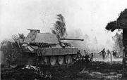 Bundesarchiv Bild 146-1976-124-12A, Russland, Infanterie und Panzer im Kampf