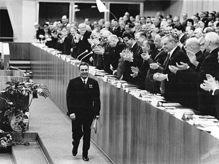 Brezhnev at a Party congress in East Berlin in 1967 Bundesarchiv Bild 183-F0418-0001-020, Berlin, VII. SED-Parteitag, 2.Tag.jpg