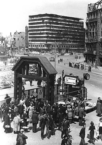 Columbushaus - Columbushaus and ruins of other buildings in Potsdamer Platz, from Haus Vaterland, early 1946