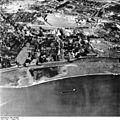 Bundesarchiv Bild 195-0887, Rheinbefliegung, Düsseldorf-Heerdt.jpg