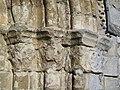Bury (60), église Saint-Lucien, portail sud-est, chapiteaux à droite.jpg