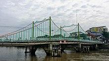 Cầu Quay ở thành phố Mỹ Tho, nối giữa phường 1 và phường 3 bắc qua sông Bảo Định.