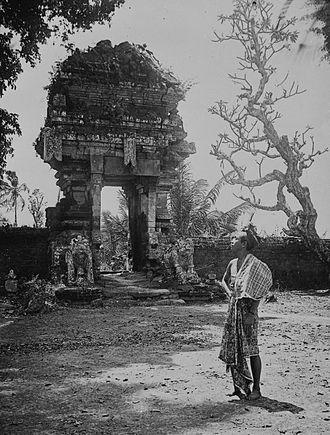 Sukawati - Temple ruins (1922)