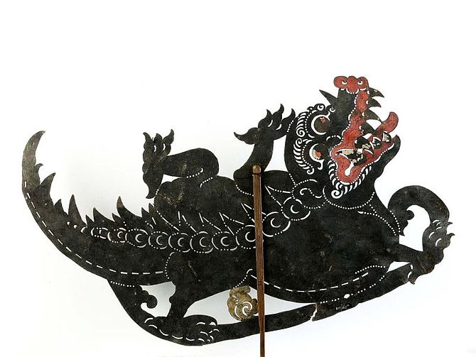 English: Wayang kulit figure, representing a d...