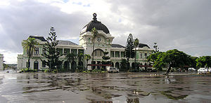 Mozambique Ports and Railways - The Maputo Railway Station was designed by architects Alfredo Augusto Lisboa de Lima, Mario Veiga and Ferreira da Costa, and built between 1913 and 1916. Sometimes mistaken with the work of Gustave Eiffel