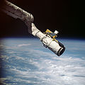 Canadarm 1 End Effector - side view.jpg